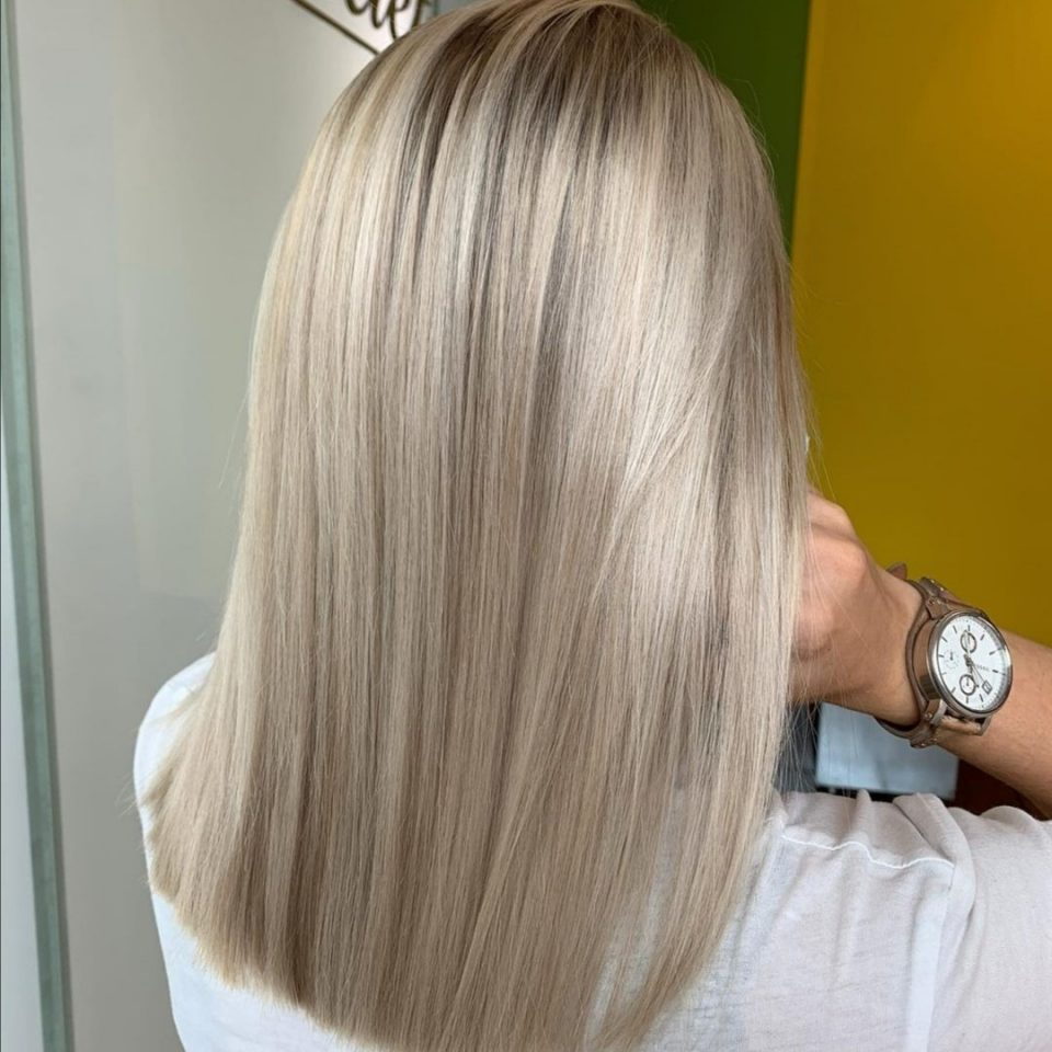 Balayage blond froid lisse